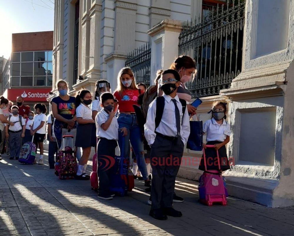 Imágenes del primer día de clases presenciales en Corrientes