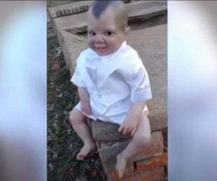 foto: Fue al cementerio y se encontró con un muñeco diabólico