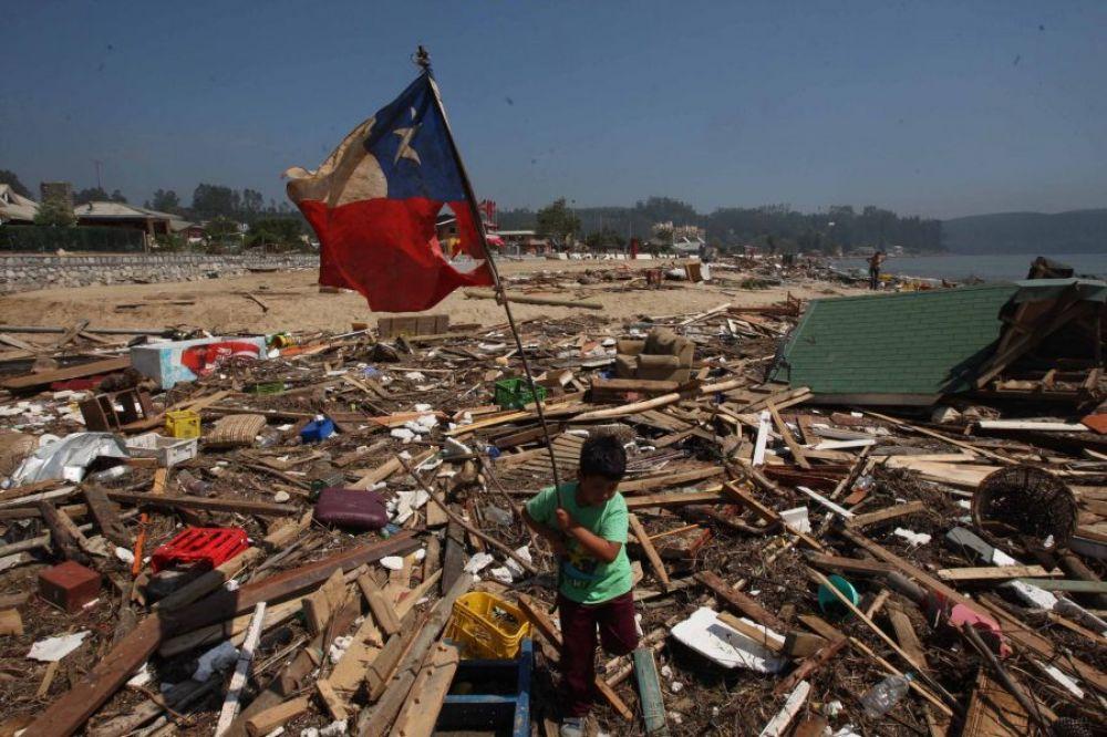 Ordenan evacuar a pobladores por alerta de tsunami en Chile