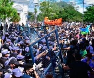 foto: Graves incidentes en Formosa por la vuelta a fase 1 de la cuarentena