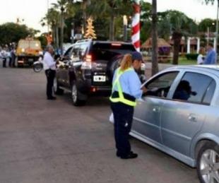 foto: Insultaron a policías y huyeron chocando una moto de tránsito