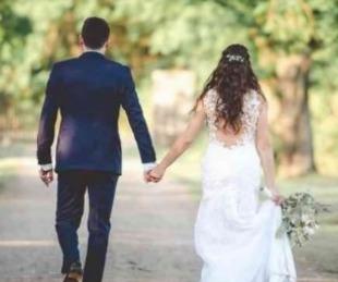foto: Tremendo: sus suegros no la querían y fueron vestidos de luto a su boda
