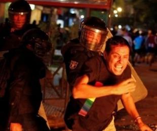 foto: Paraguay: represión en una protesta contra el manejo de la pandemia