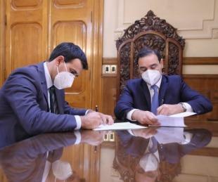 foto: Valdés firmó un convenio para restaurar una histórica plaza en Santa A