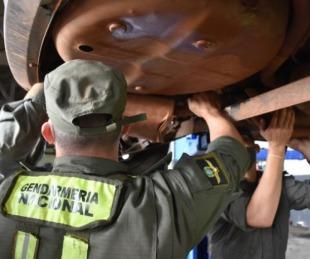 foto: Incautaron droga oculta en el tanque de combustible de un auto