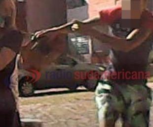 foto: Video: ingresaba a un remis y sufrió un violento arrebato