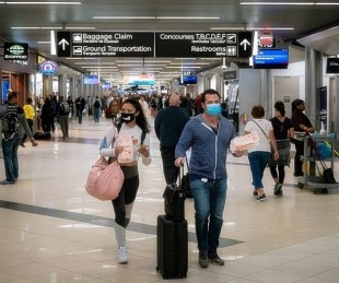 foto: Desde el Gobierno evalúan más restricciones para vuelos al exterior