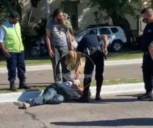 foto: Cayó al asfalto por el paso de un camión y se quebró el cráneo