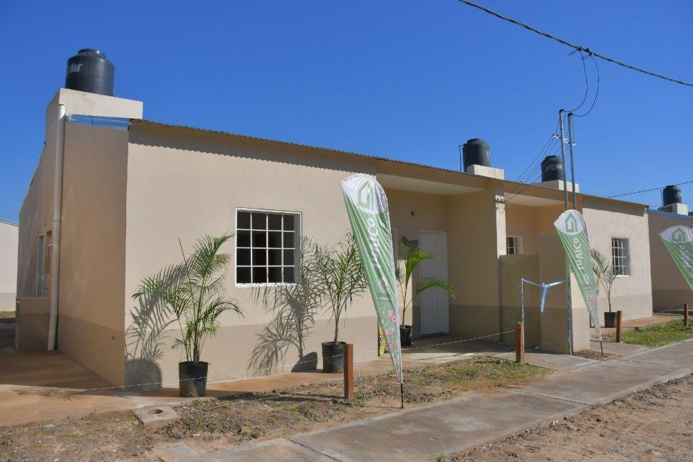 La Provincia entregó viviendas a familias del barrio La Chola