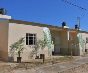 foto: La Provincia entregó viviendas a familias del barrio La Chola