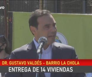 foto: Sorpresiva emoción del Gobernador Valdés en pleno acto público