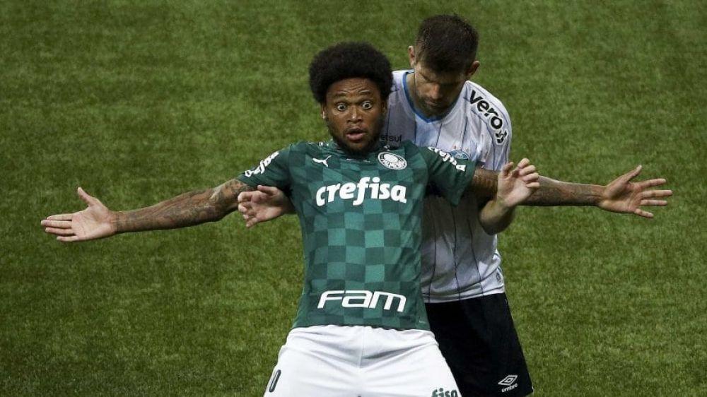 Luiz Adriano, tiene Covid-19, salió igual y atropelló a una persona