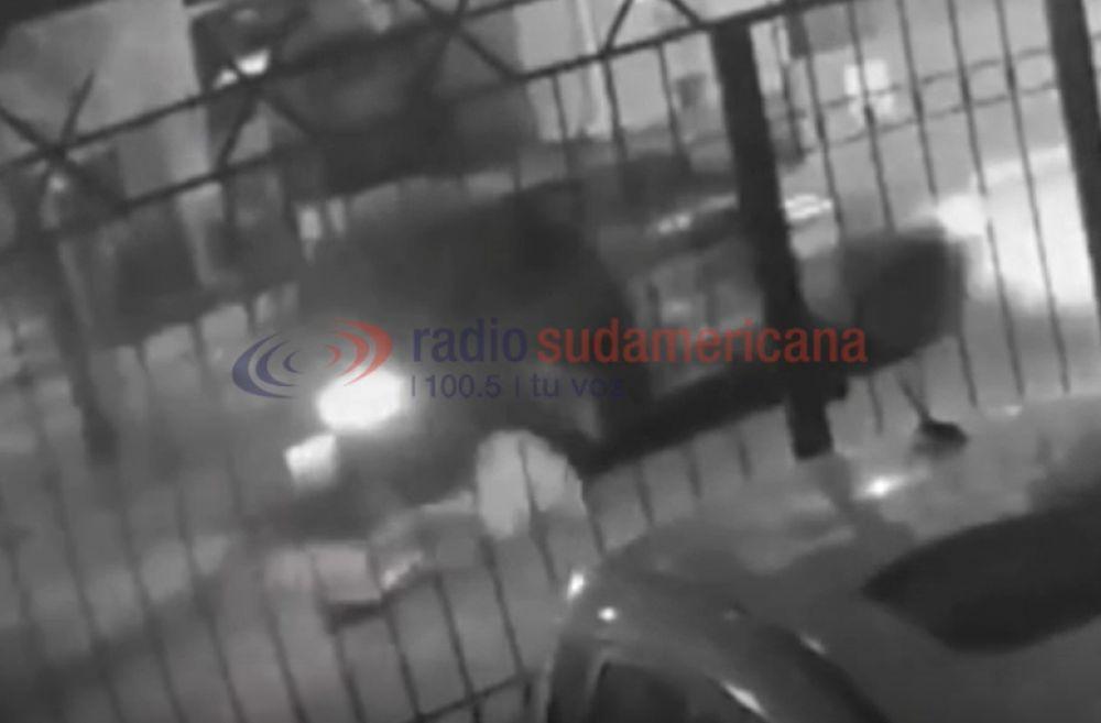 Video: Desde un auto, tres hombres armados intentaron secuestrarla