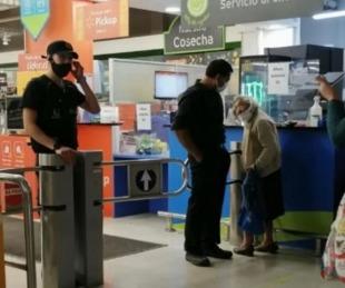 foto: Rechazaron a una abuela en un supermercado porque no tenía el permiso Covid