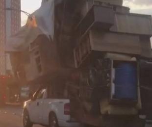 foto: Llevó todos los muebles de su casa arriba de una camioneta