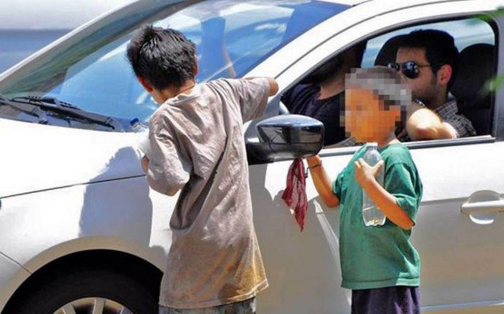 Mendoza: Ebrios ofrecían caramelos para subir a niños a su auto