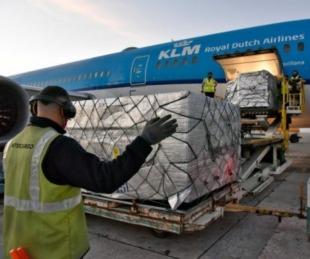 foto: Comienzan a distribuir en Argentina casi 800 mil vacunas de Astrazeneca