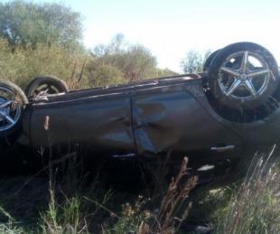 foto: Una mujer resultó herida tras despistar y volcar con su vehículo