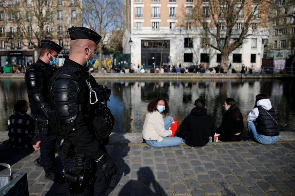 Francia multará a los argentinos que incumplan la cuarentena