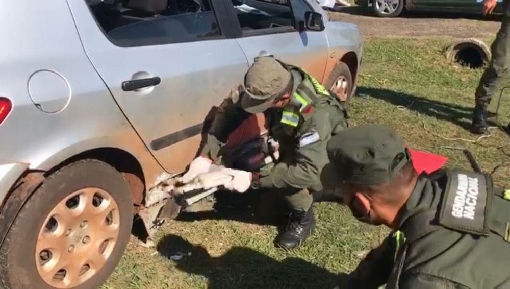 Gendarmes hallaron 71 kilos de marihuana ocultos en un auto