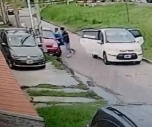 foto: Vio cómo le robaban a un vecino y embistió el auto de los ladrones