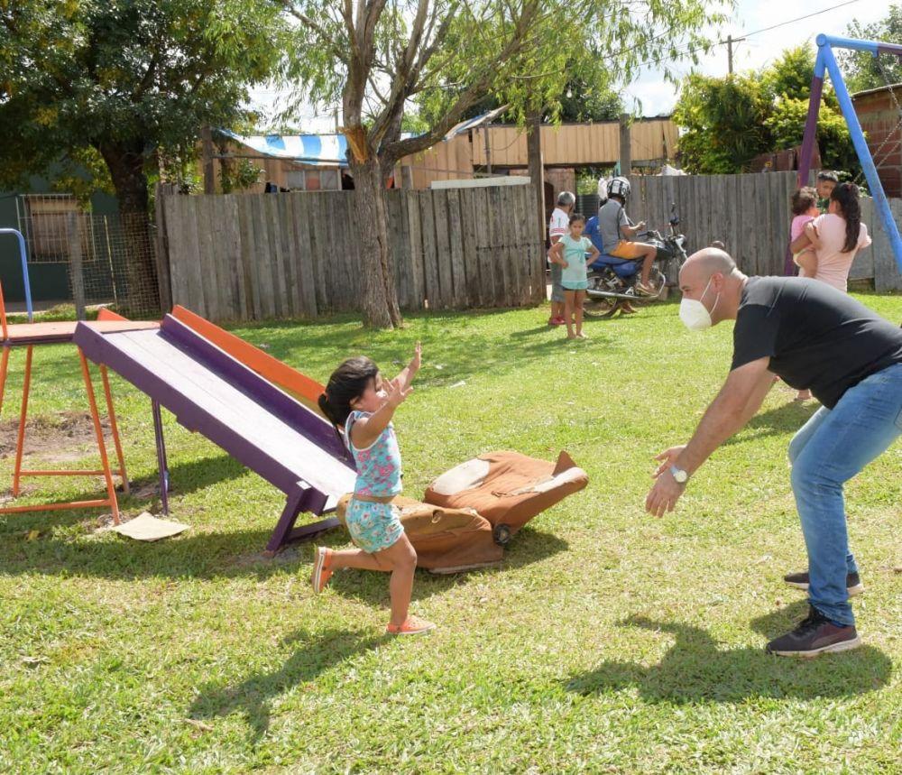 Tincho Ascúa recorrió el barrio San Cayetano y escuchó a cada vecino