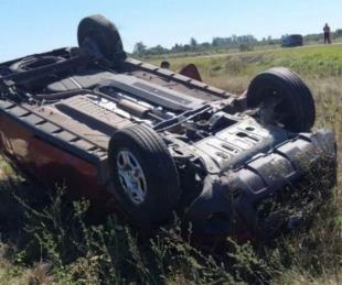 foto: Una camioneta volcó y los ocupantes se salvaron de milagro