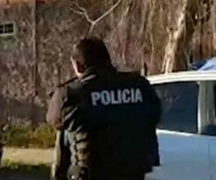 foto: Vecinos desnudaron y entregaron a la Policía a dos delincuentes