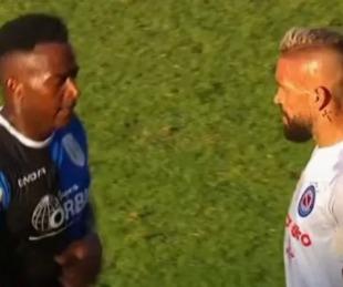 foto: En pandemia: jugador de Banfield escupió a un rival en pleno rostro