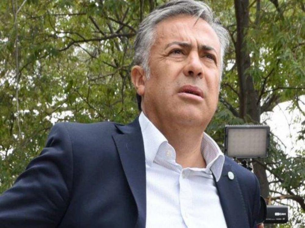 Alfredo Cornejo sigue internado en sala común, con oxígeno