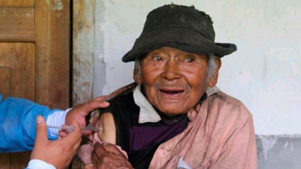 Mashico tiene 121 años y fue vacunado contra el coronavirus en Perú