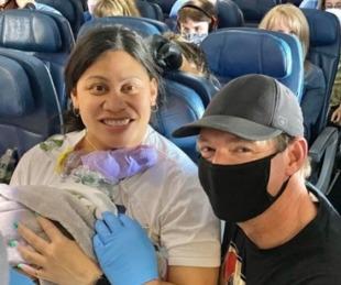 foto: Dio a luz en el avión: no sabía que estaba embarazada