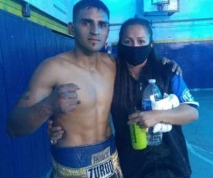 foto: Carlos Paz: Le propuso matrimonio a su novia en el ring