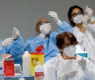 foto: Una mujer recibió por error seis dosis de la vacuna de Pfizer