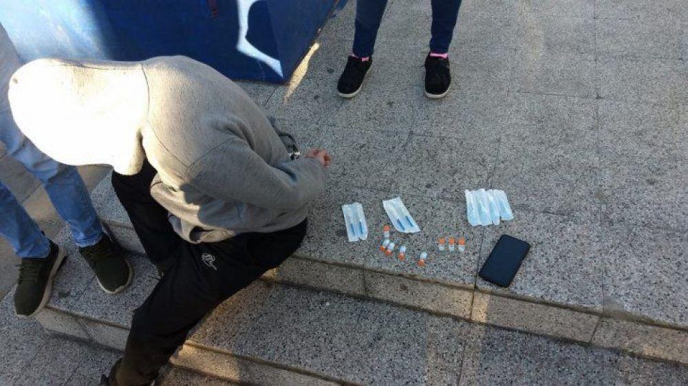 Detuvieron a un hombre que vendía vacunas Sinopharm a $5000