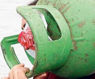 foto: Detuvieron a un joven cuando llevaba dos garrafas robadas