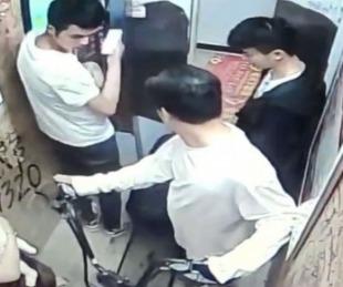 foto: Se incendió una bicicleta eléctrica en un ascensor y hubo 5 heridos