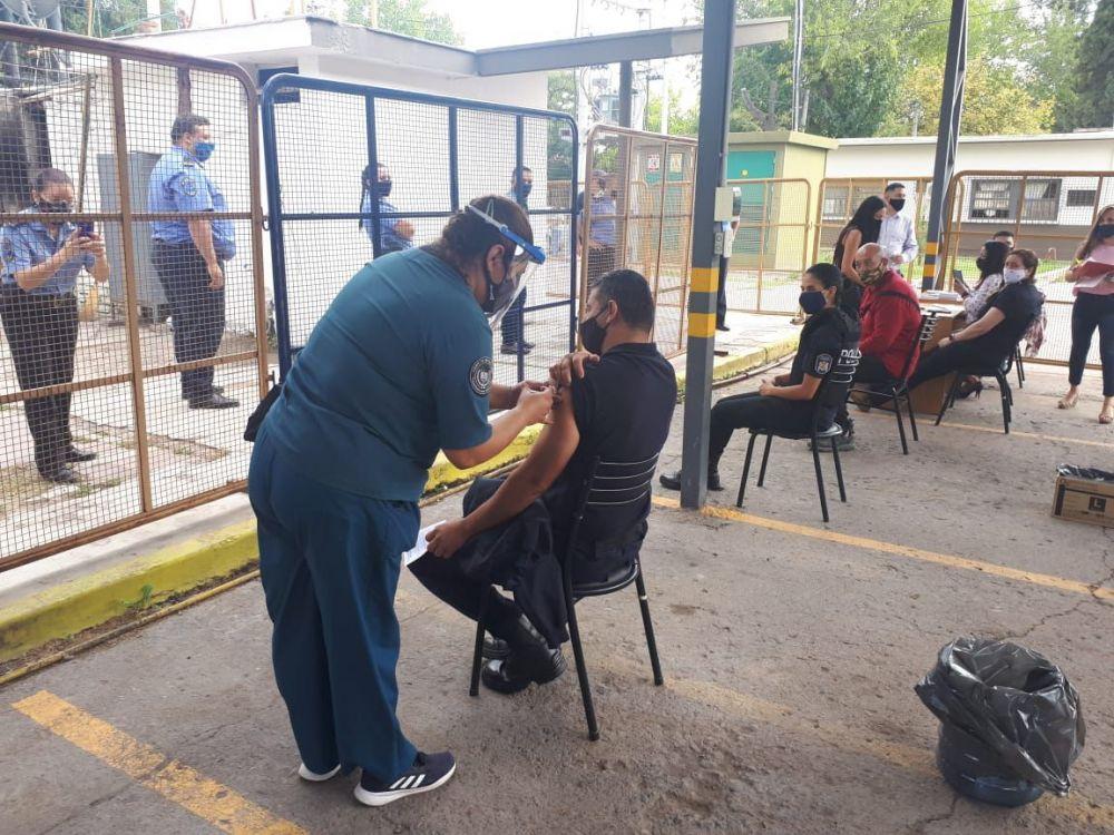 Corrientes: arranca la vacunación para policías de 40 a 49 años