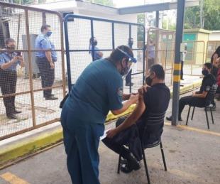foto: Arranca la vacunación para el personal policial de 40 a 49 años