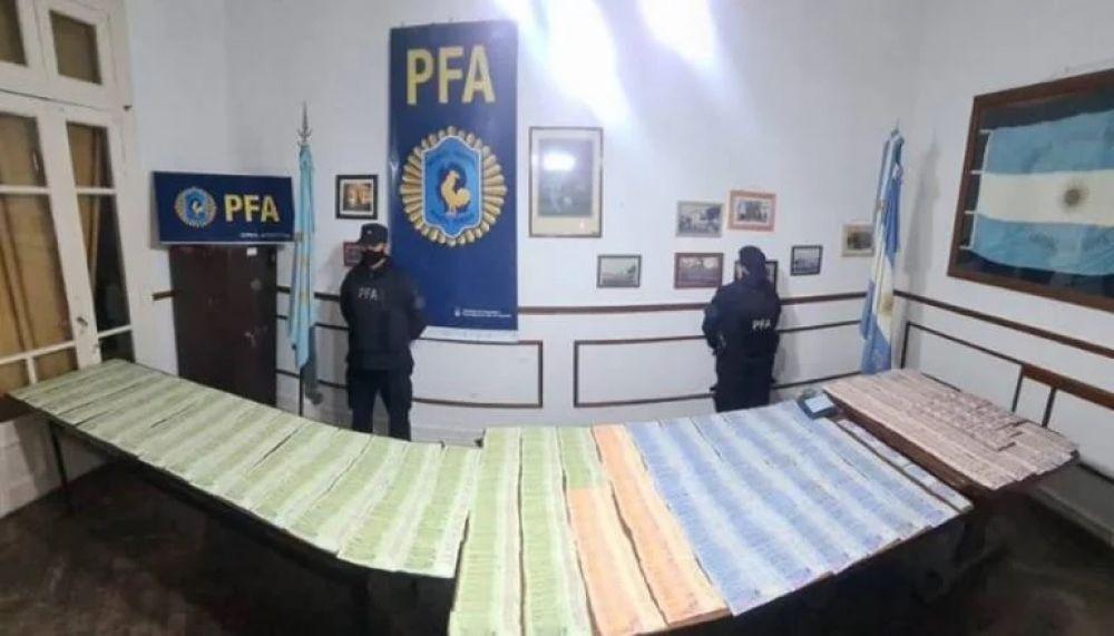 Detuvieron a dos personas con 830.000 de pesos en efectivo