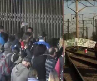 foto: Cerraron la estación por un corte de vías y la gente se acumuló afuera