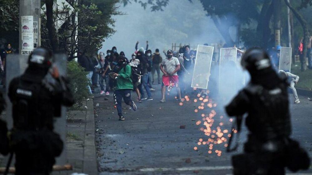 Denuncian el suicidio de una  colombiana tras ser abusada por policías