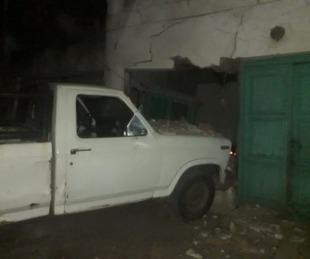 foto: Esquina: terminó con su camioneta dentro de una casa
