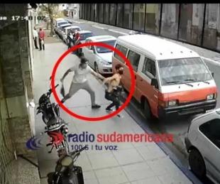 foto: Videos: Entró a robar a una librería y fue detenido por un empleado