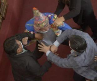 foto: Video: Legisladores bolivianos a las piñas en medio de una sesión