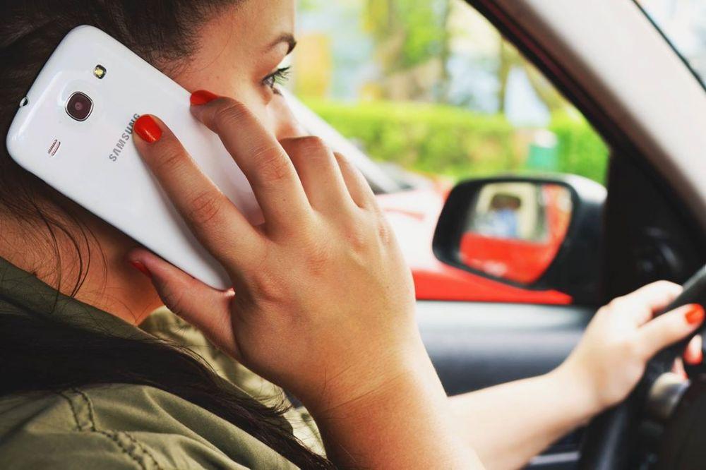 El teléfono celular nos tomó la vida y no nos damos cuenta