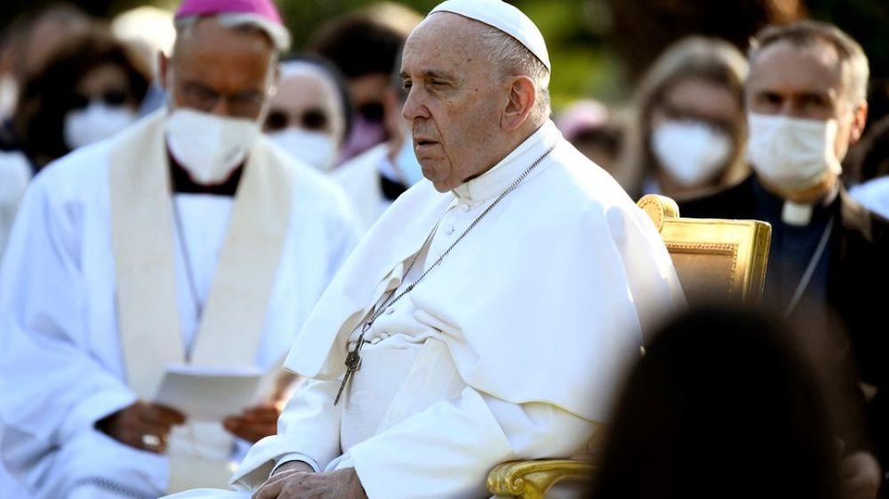 Francisco rechazó la renuncia de un cardenal relacionado con abusos