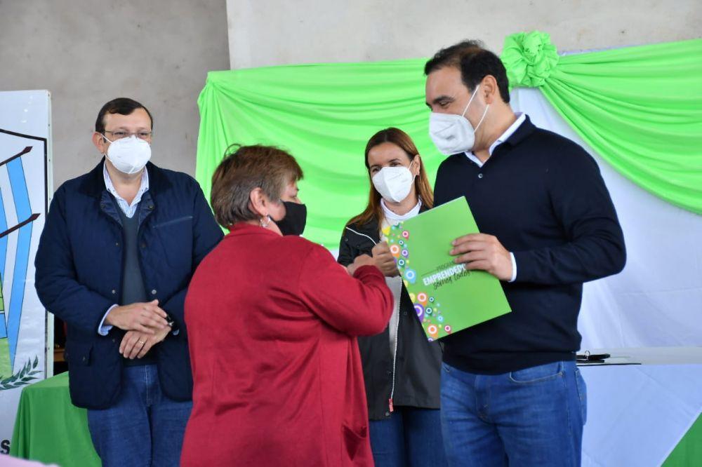 Valdés entregó 20 viviendas en la localidad de Garruchos