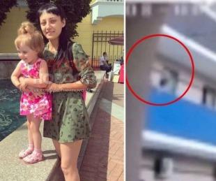 foto: Colgó a su hija sobre el balcón de un sexto piso y murió al caer al vacío