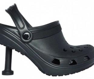 foto: Balenciaga vuelve con polémica: ahora las Crocs tienen taco